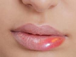 4 Ciri Bibir Tidak Cocok Dengan Lipstik dan Alergi