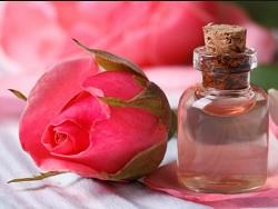 7 Cara Memakai Air Mawar Untuk Kecantikan Wanita
