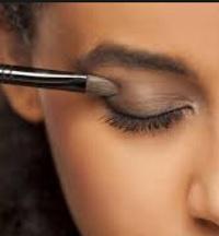 7 Cara Memakai Eyeshadow Untuk Pemula