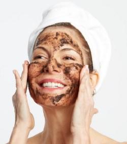 9 Cara Scrub Wajah Dengan Benar Sesuai Jenis Kulit