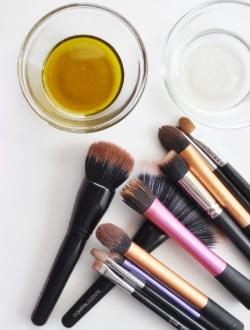 Apakah Brush Make Up Baru Harus Dicuci Terlebih Dulu?