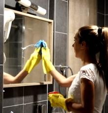 5 Cara Membersihkan Cermin Hingga Tuntas