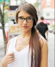 6 Tips Memilih Kacamata Agar Tidak Terlihat Tua dan Kuno